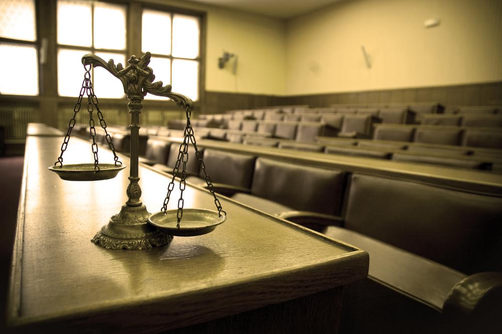 Menino de 11 anos leva mãe a tribunal