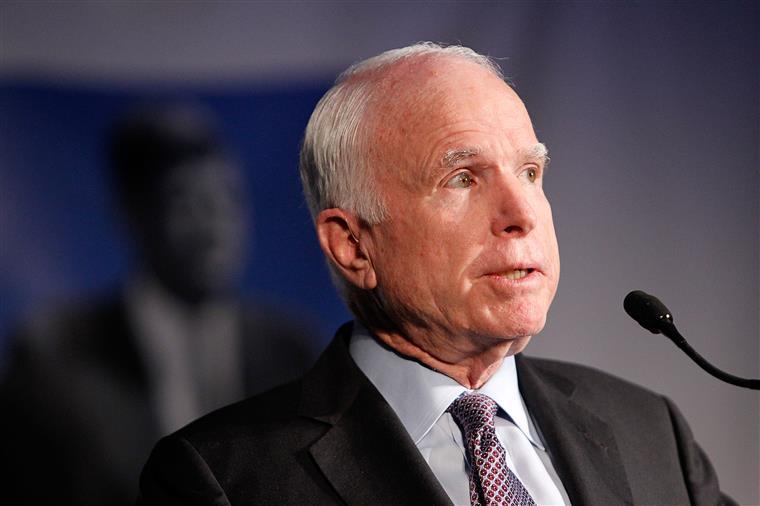 John McCain é senador do estado do Arizona