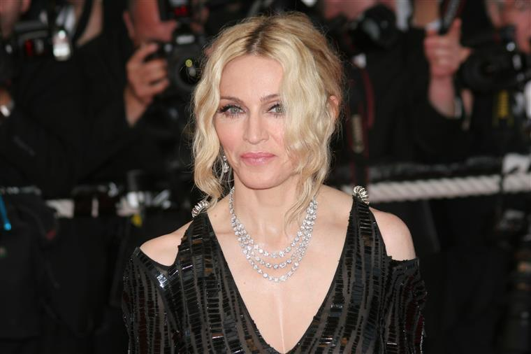 Madonna diverte-se na noite do Bairro Alto