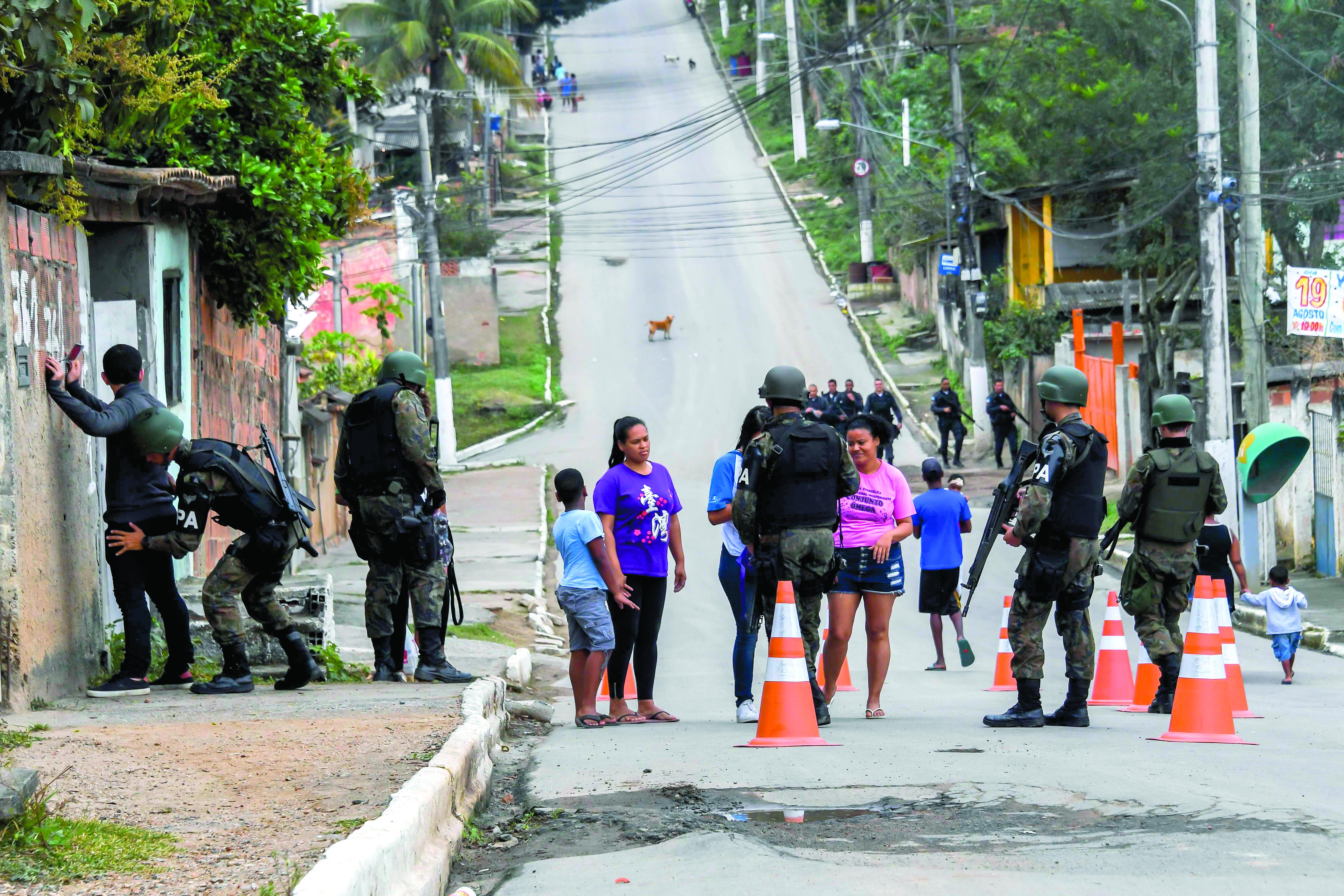 Operação policial interrompe circulação de trens no Jacarezinho