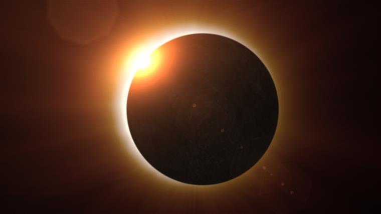 Eclipse solar. Em Portugal vai ser pequenino, mas saiba como não perder o fenómeno
