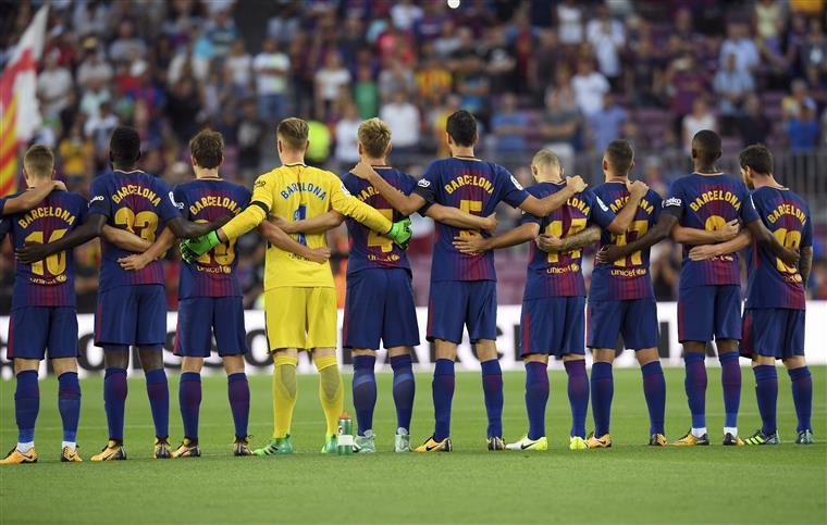 Foi assim que o 'Barça' homenageou as vítimas da sua cidade   Vídeo