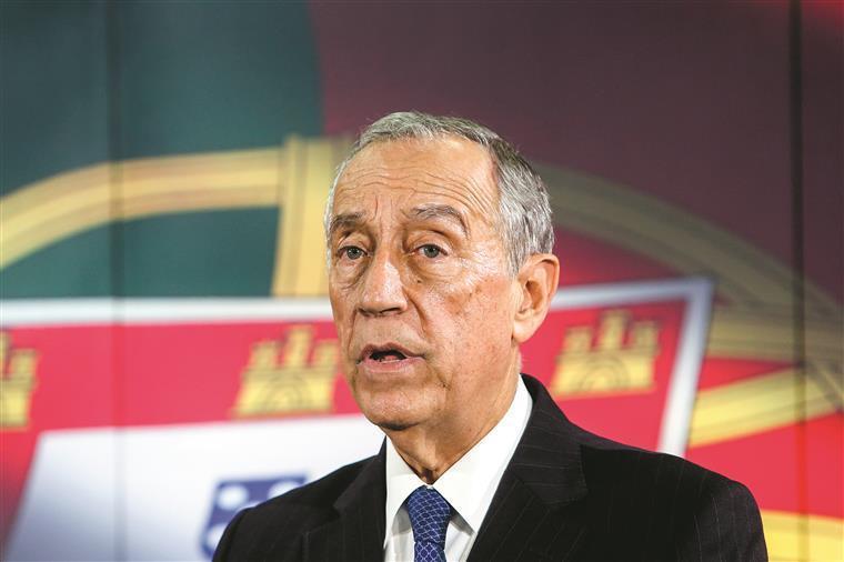 Presidente Marcelo espera na fila do multibanco para pagar contas