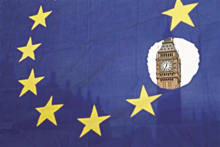 UE pede mais clareza a Londres para acelerar negociações