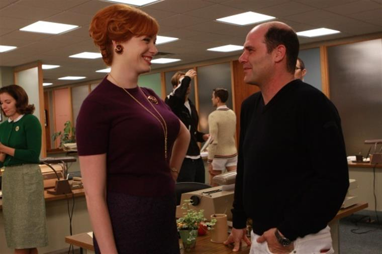 "Christina Hendricks com Weiner em ""Mad Men"""