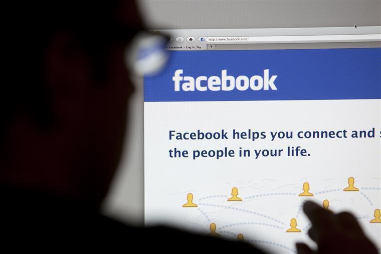 Facebook multado em Espanha em 1,2 milhões
