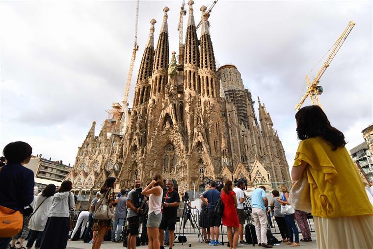 Sagrada Família evacuada devido a ameaça terrorista — Barcelona sob tensão