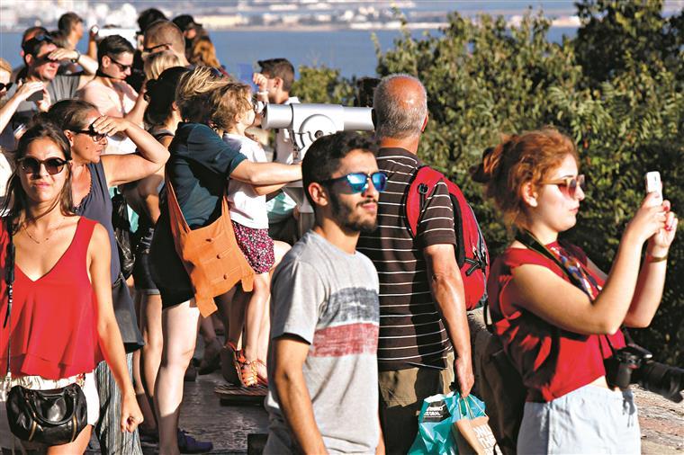 Brasileiros, americanos e polacos estão a visitar mais Portugal