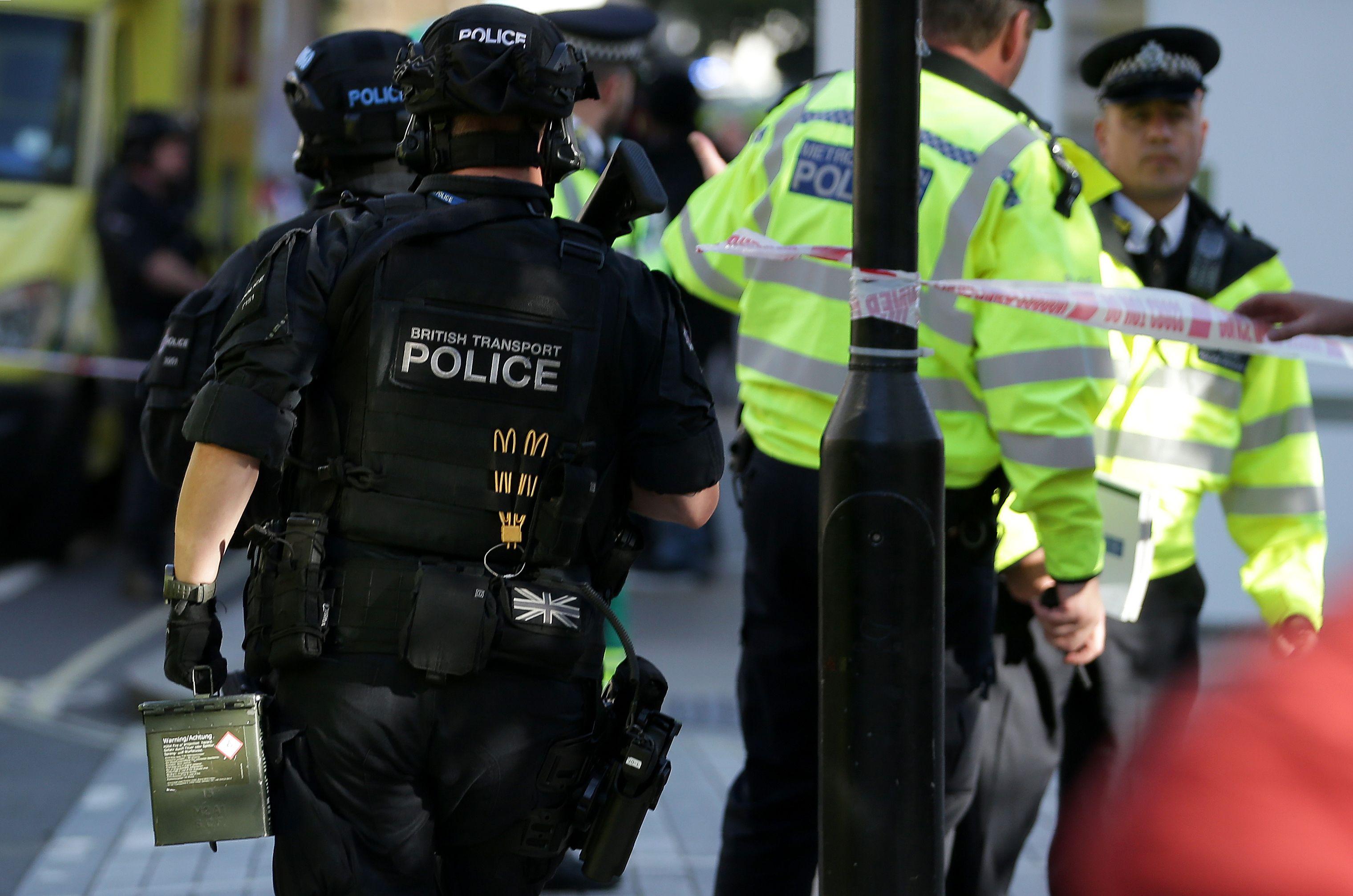 Polícia de Londres trata explosão em metrô como ataque terrorista