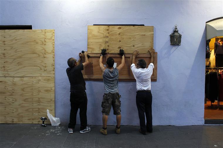 O Porto Rico prepara-se para o pior pela segunda vez num mês