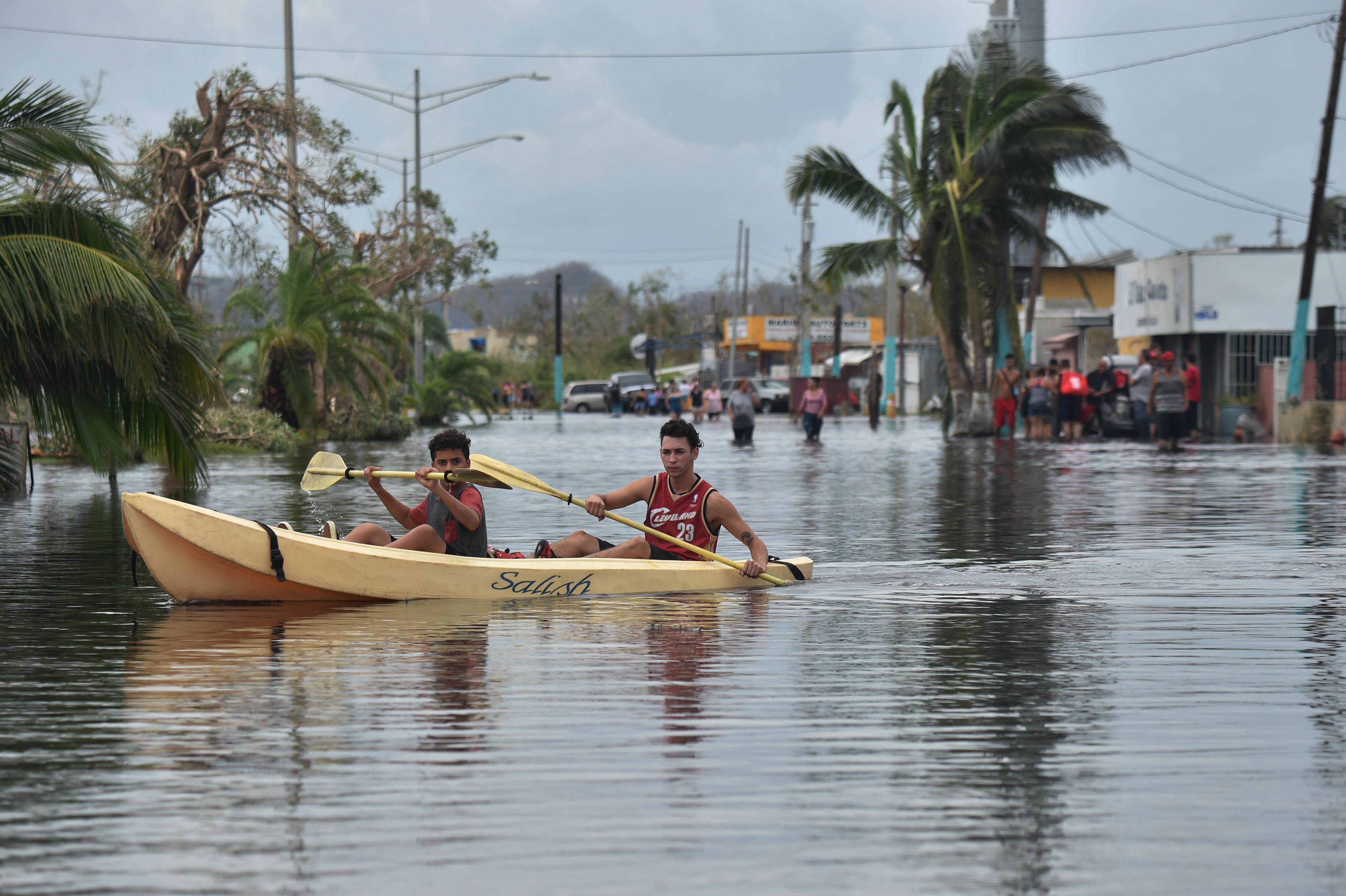 Jennifer Lopez diz que não consegue falar com família desde o furacão