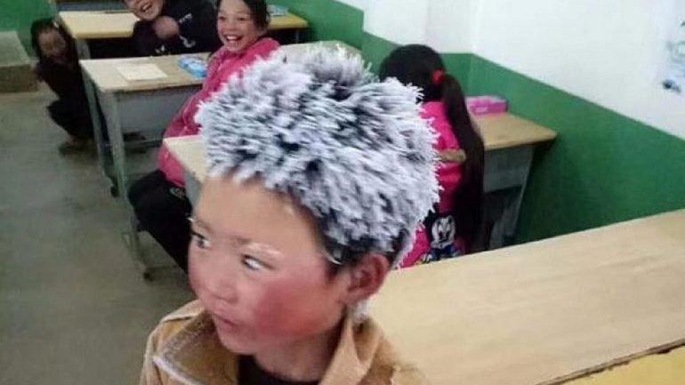 Garoto chinês chega à escola com cabelos congelados