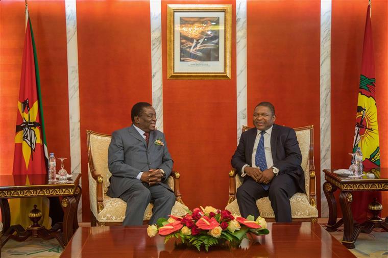 Mnangagwa foi recebido por Filipe Nyusi em Maputo