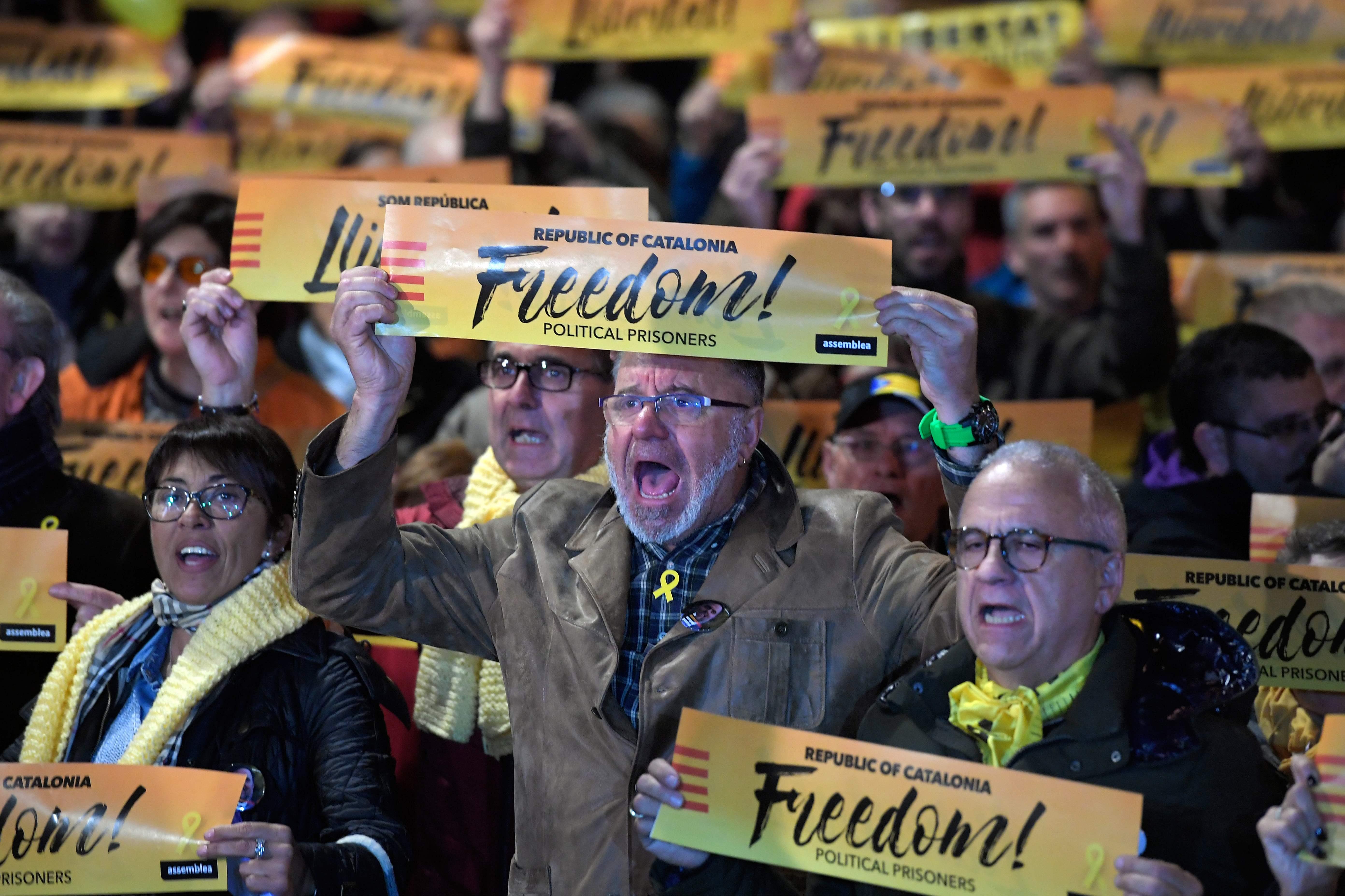 Catalunha: futuro governo aguarda decisão de Puigdemont