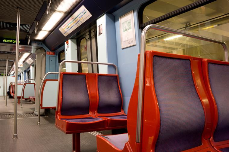 Mochila abandonada obriga ao corte de linha azul e vermelha do metro