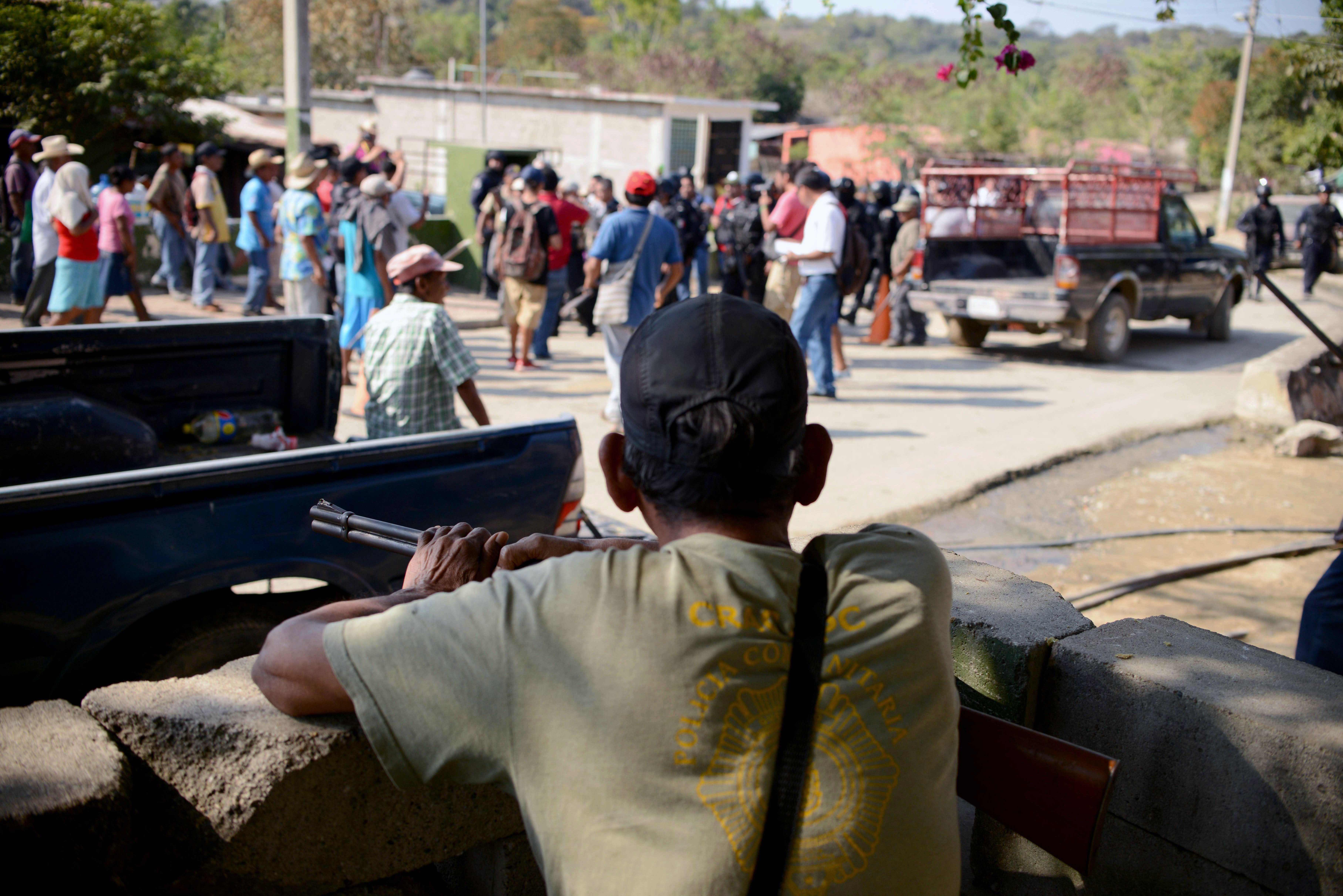 Troca de tiros entre policiais e civis deixa onze mortos no México