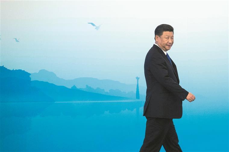 Xi Jinping está a investir nos espaços que Donald Trump desdenha