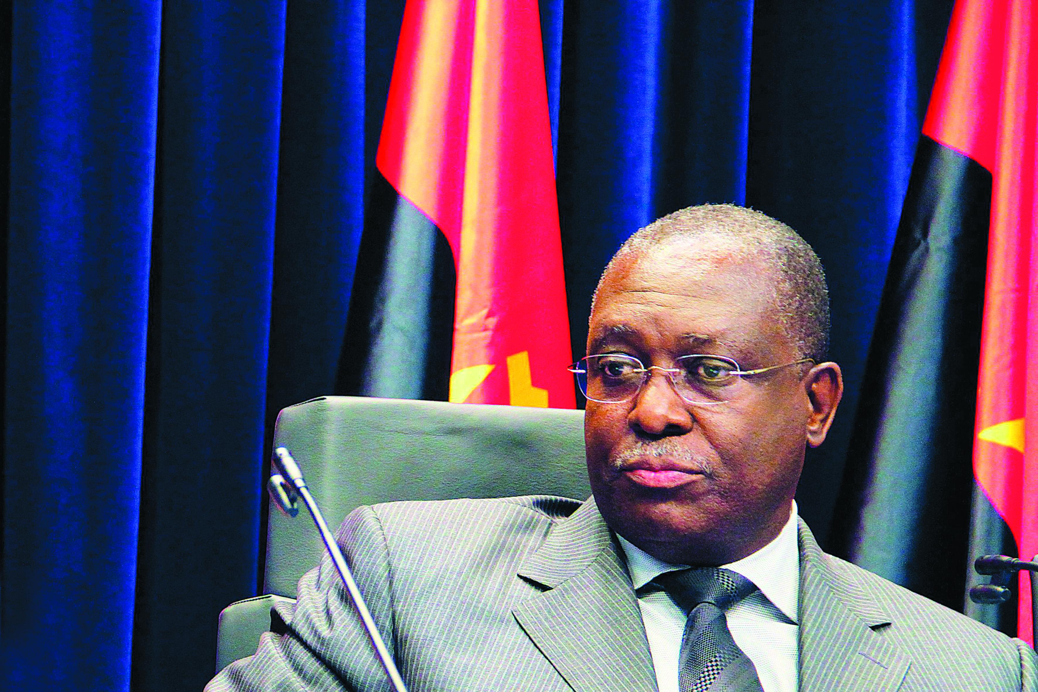 Presidente de Angola espera que Eduardo dos Santos saia em 2018