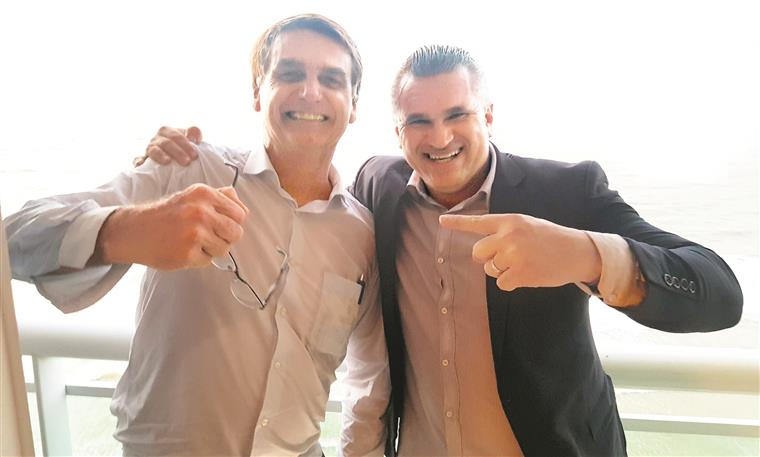 Jair Bolsonaro com Julian Lemos