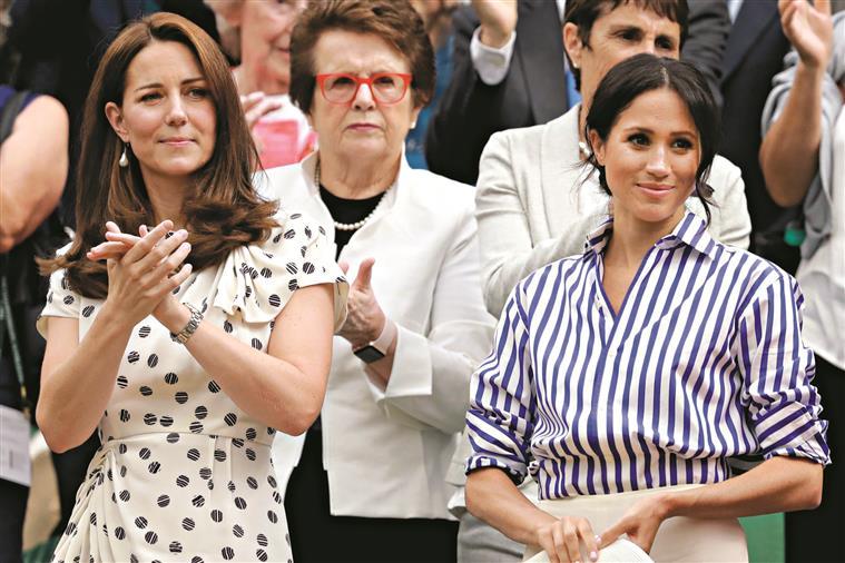 Guerra entre duquesas. Com vestidos e pérolas se ilude o povo?
