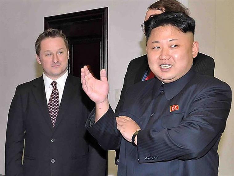 Michael Spavor ao lado do líder norte-coreano, Kim Jong-un, em Pyongyang