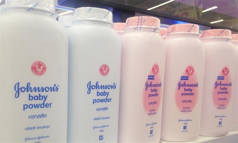 Cancro. Johnson and Johnson sabia que pó de talco para bebé continha amianto
