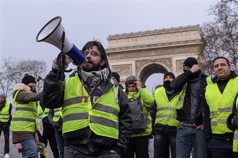 O quinto dia dos 'Coletes Amarelos' tem uma mobilização mais fraca