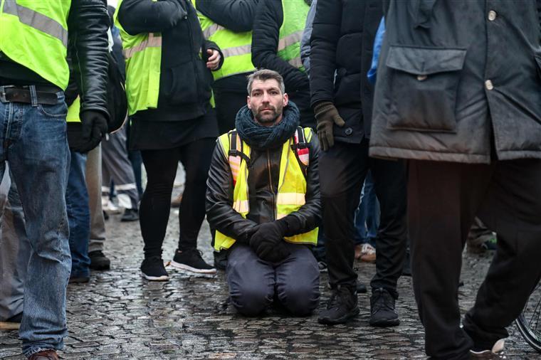 'Coletes Amarelos'. Mesmo com menor adesão, autoridades recorrem ao gás lacrimogéneo