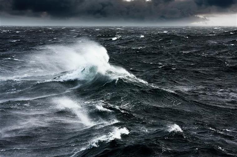Mau tempo no Funchal. Capitania do Porto deixa aviso a embarcações