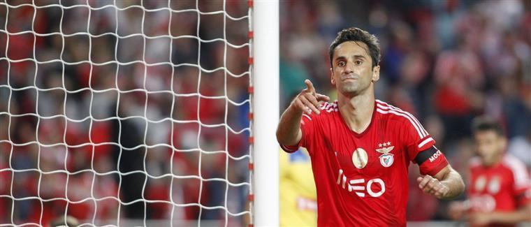 Benfica sofre para dar a volta em Paços de Ferreira e manter-se à tona