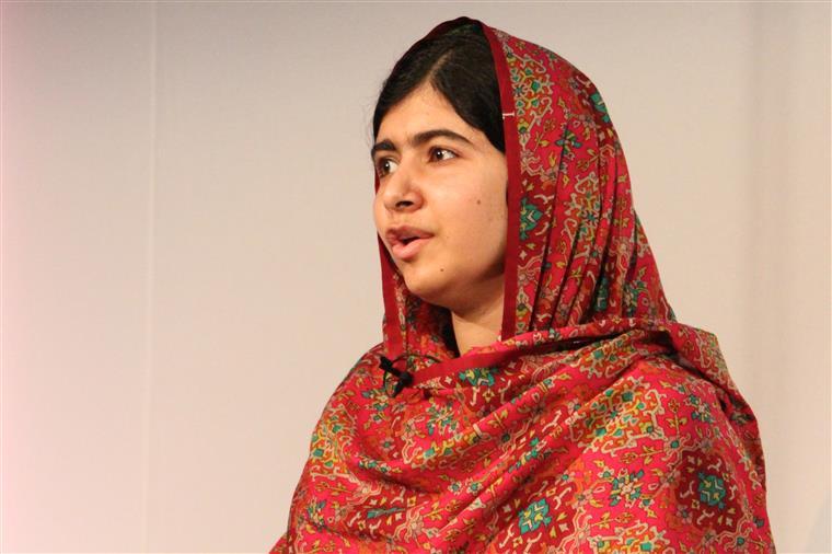 A paquistanesa Malala Yousafzai tem defendido o direito das mulheres, promovendo a igualdade de género e o acesso ao ensino para todos. Tinha apenas 17 anos quando recebeu o Nobel da Paz