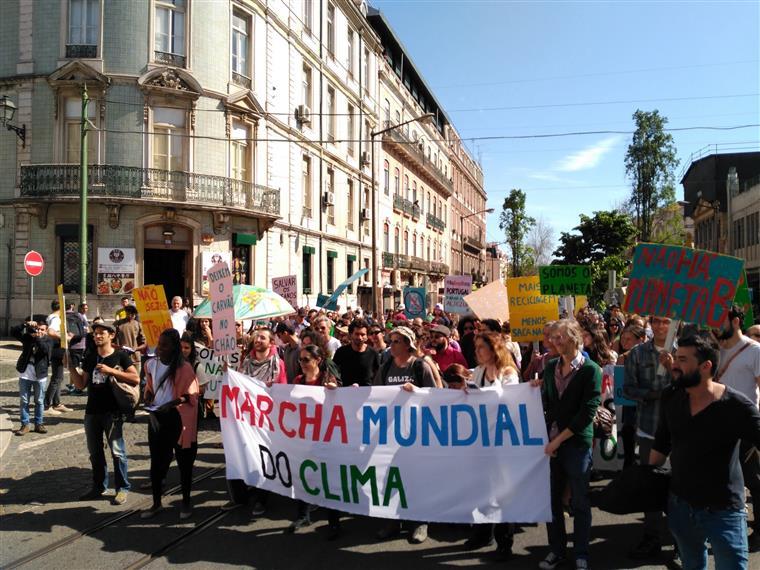 Ambientalistas do Climáximo na Marcha Mundial do Clima, em Lisboa