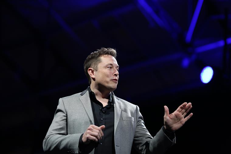 Elon Musk apaga páginas de Facebook da Tesla e da SpaceX