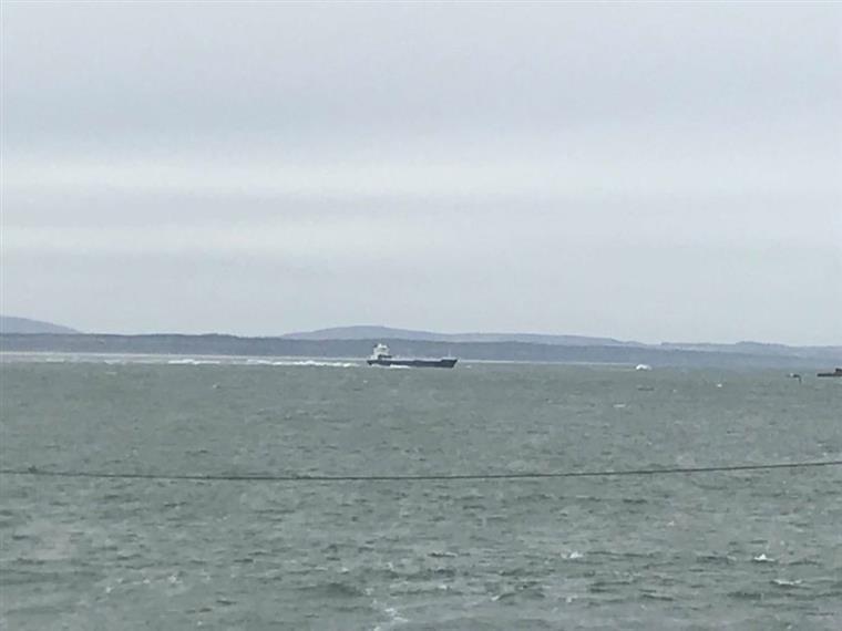 Operações para retirar navio encalhado no Bugio novamente suspensas