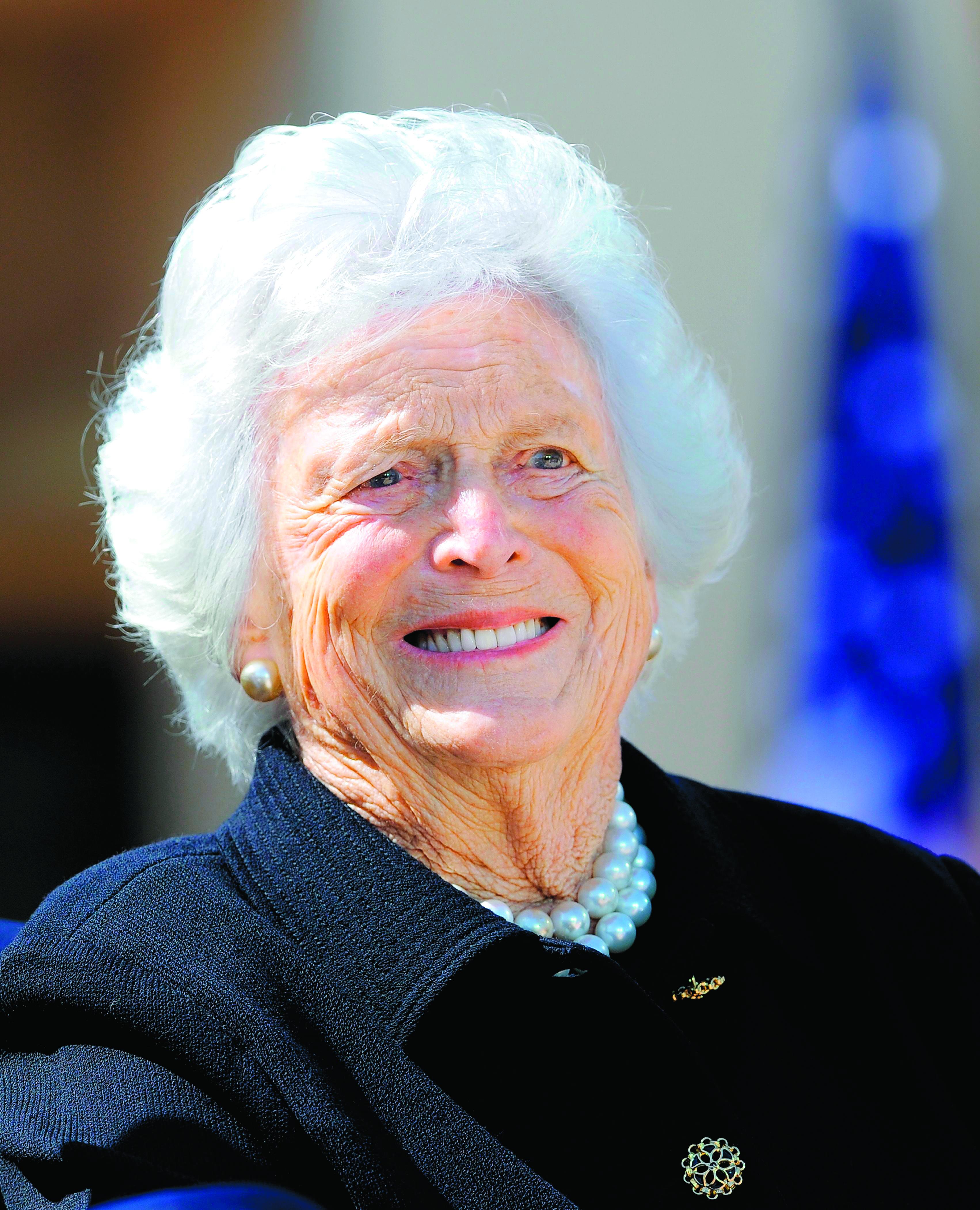 Ex-presidentes e familiares se despedem de Barbara Bush