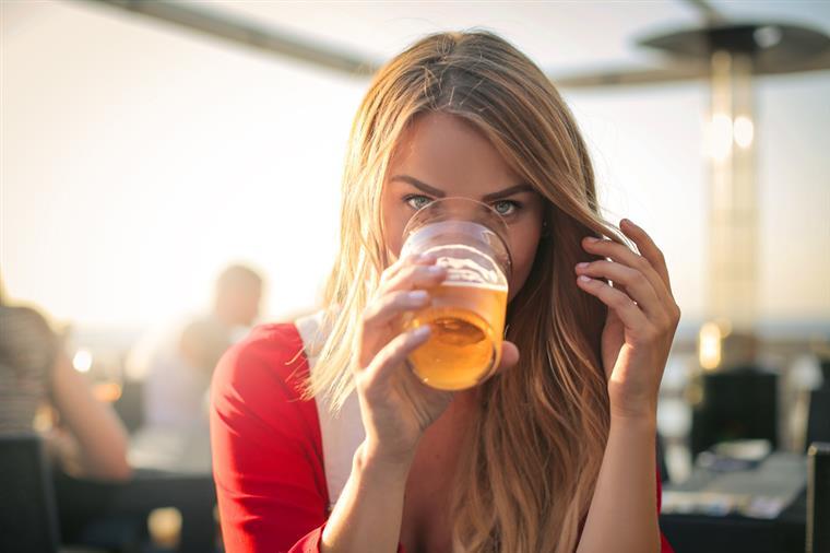 Sabia que a cerveja pode ser a melhor amiga das mulheres?