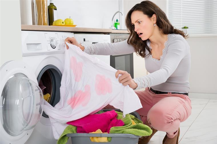 Qual a melhor forma de tirar nódoas na roupa?