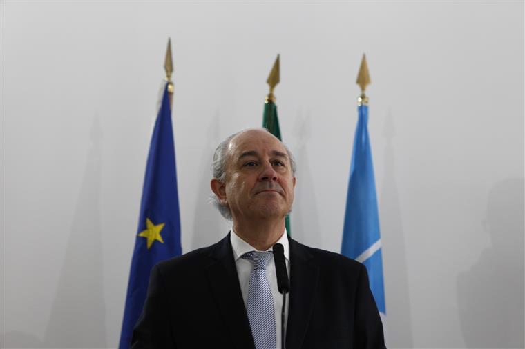 Ministro da Saúde português reage a pedido de demissão