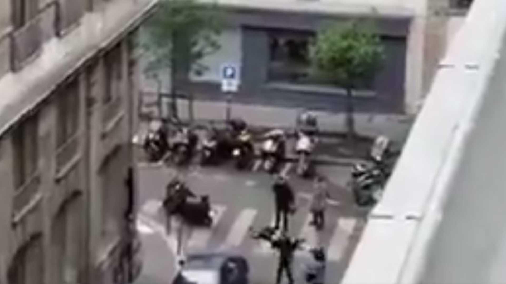 Em Paris, homem mata pessoa à facadas e é abatido
