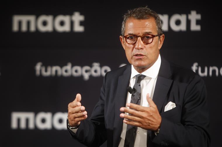 Pedro Siza Vieira pede escusa em matérias de sector elétrico