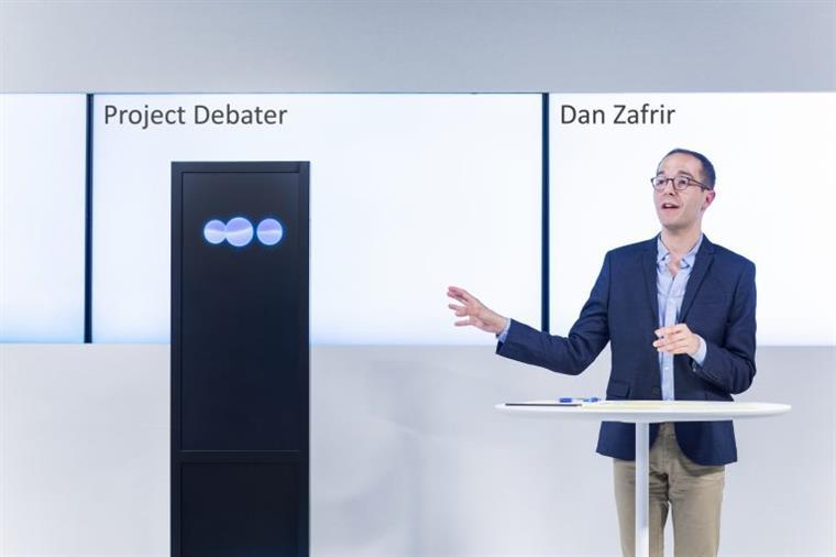 Inteligência Artificial argumenta sem preconceitos