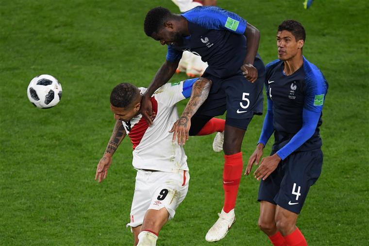 França vence o Perú e está nos oitavos de final do Mundial