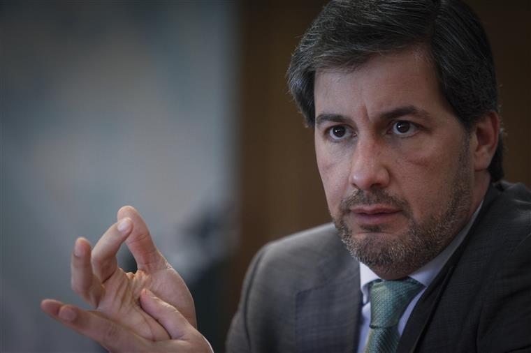 """Bruno de Carvalho: """"Se nos formos embora estamos a dar razão aos processos dos jogadores"""""""