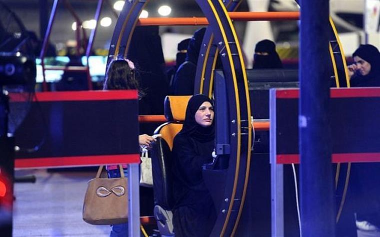 Imagem de um simulador automóvel em Riad usado para dar aulas a mulheres sauditas