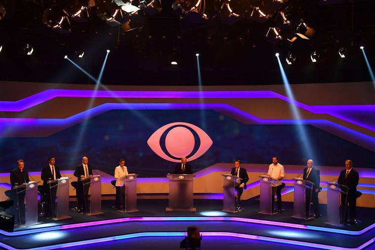 Imagem do primeiro debate presidencial em que Lula não participou