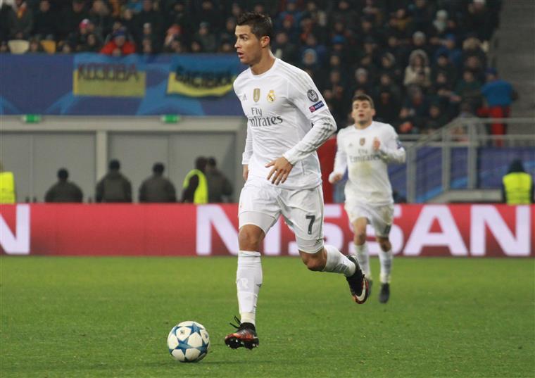 Cristiano Ronaldo está entre os finalistas ao prémio de melhor jogador do ano da UEFA