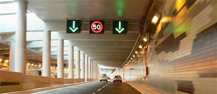 Acidente entre duas viaturas leva ao corte do Túnel do Marquês
