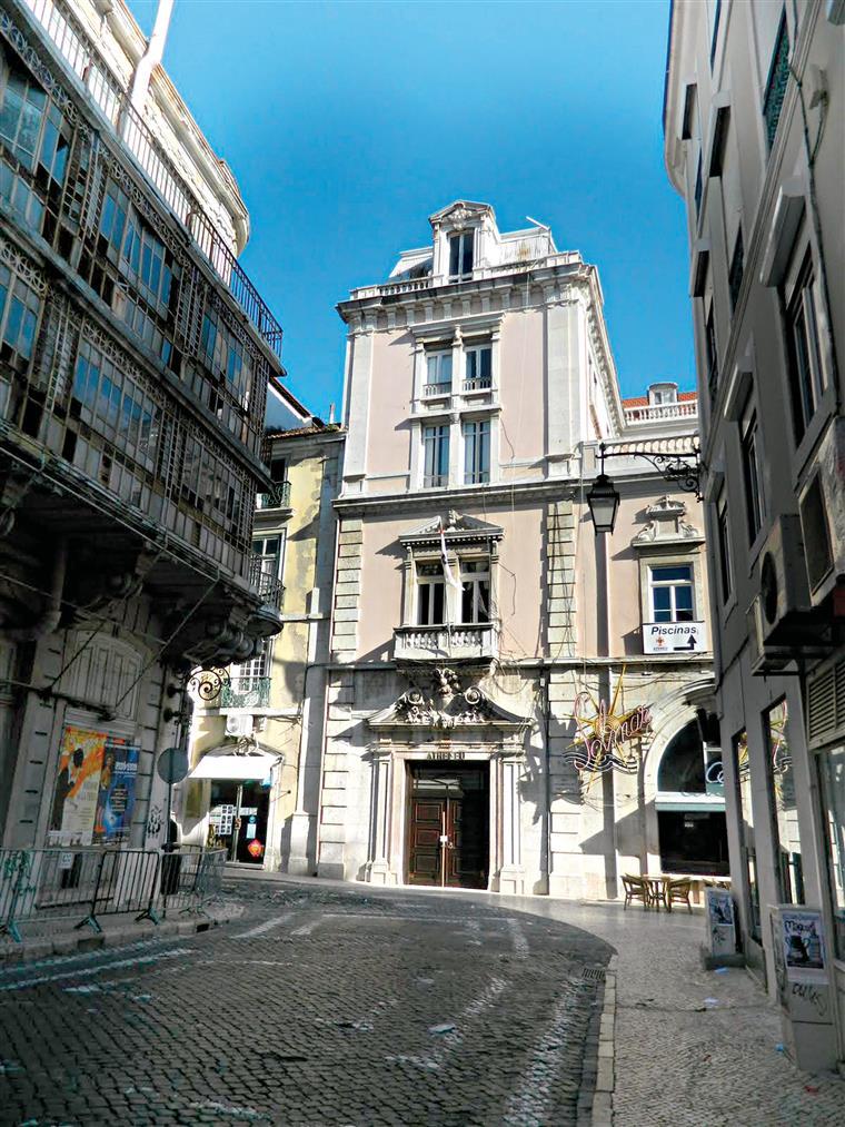 Ateneu Comercial de Lisboa. O impasse de um edifício que se diluiu no tempo