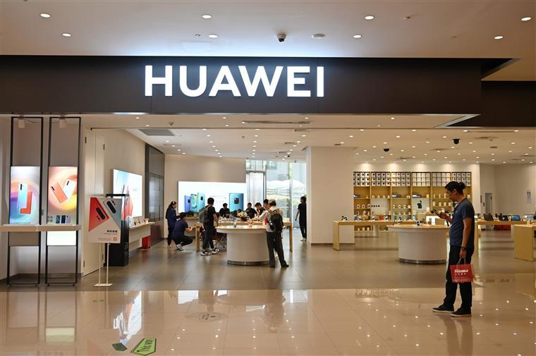 EUA dão tréguas à chinesa Huawei por mais 90 dias