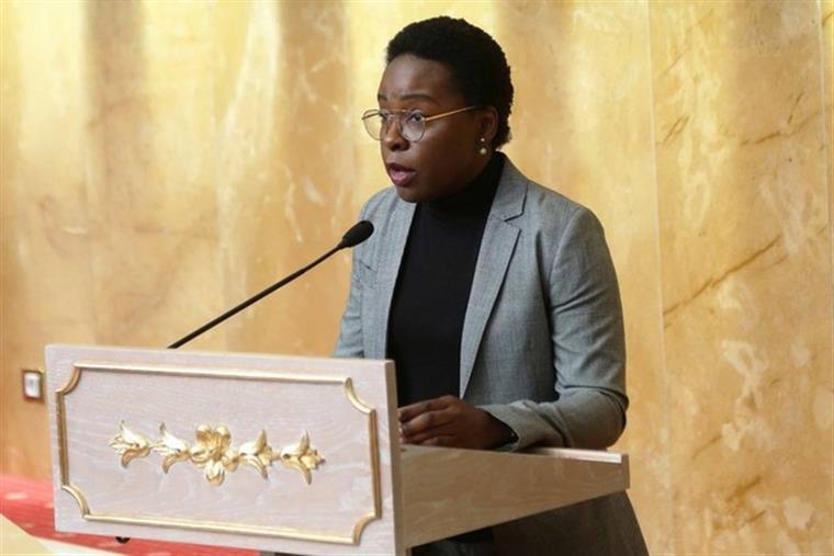 Orçamento do Estado angolano 'cresce' para inverter ciclo de crescimento negativo